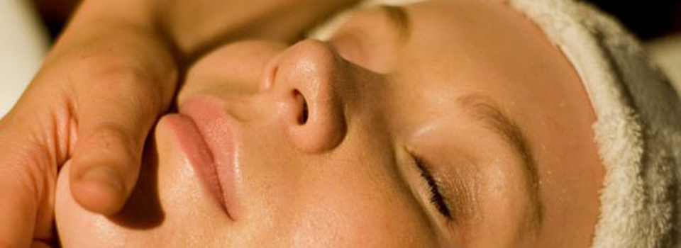 Ayurvedic-Face-Massage1